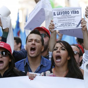 Italy's unemployment rate remained at 11.4% in August. The picture shows Italians protesting in January 2016.