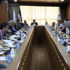 Russia  Media Delegation Visits Donya-e-Eqtesad Group