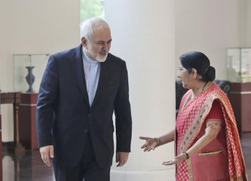 Experts: India Carving Middle Ground in Iran-US Relations