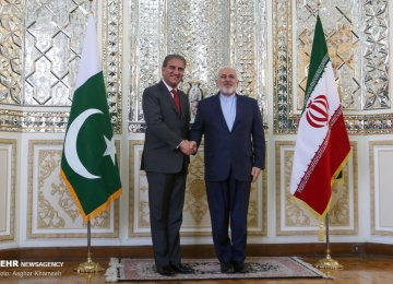 Iran, Pakistan Discuss Ties, Region
