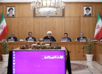 Rouhani Vows to Pursue Active Foreign Diplomacy