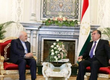 Tajik President Emomali Rahmon (R) meets with Foreign Minister Mohammad Javad Zarif in Dushanbe on April 16.
