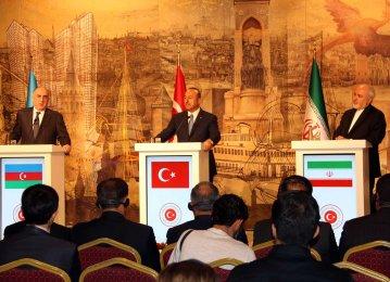 Iran, Turkey, Azerbaijan Hold Three-Way Dialogue in Istanbul