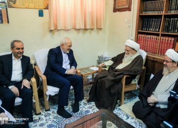 Zarif Briefs Top Clerics on Rouhani's Iraq Trip, Current Affairs