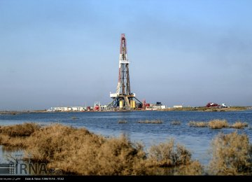 Iran Cuts Crude Production at Joint Oilfields to Help Protect Environment