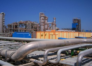 Domestic Firms Sign Sulphur Contracts
