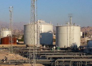 Iran: Local Firms Will Develop Five Oilfields in Southern Regions