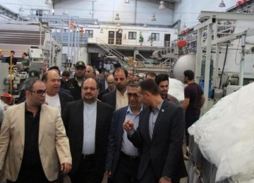 Minister of Industries, Mining and Trade Mohammad Shariatmadari (C) inaugurated the second production phase of Parla Textile Company in Tabriz on April 24.