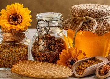 Iranians' per capita honey consumption is 1 kilogram per year, while it is around 200 grams in other countries.