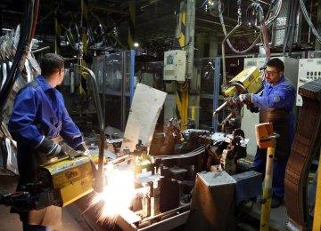 Gov't, Workers, Employers Deadlocked in Setting Minimum Wage