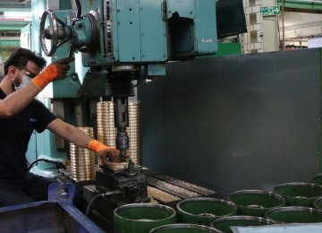 Iran's PMI Decreases by 27.5% in 1st Fiscal Month