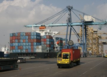 Iran's Non-Oil Trade Increases by 62% to $5.7 Billion in 1st Fiscal Month