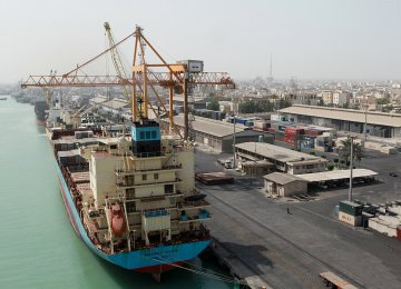 Bushehr Port Dredging Allows Docking of 30,000-Ton Vessels