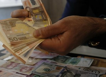 Iran: Forex, Gold Slip for 2nd Day