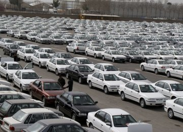Central Bank of Iran Boss Lashes Out at Loss-Making Carmakers