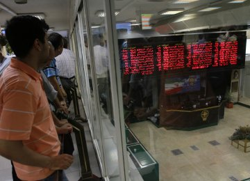 Tehran: Small Company Stocks Shine Amid Index Fall