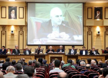 Iran's New Economy Minister Meets a Despondent Business Community - Photo: Bahareh Taghiabadi