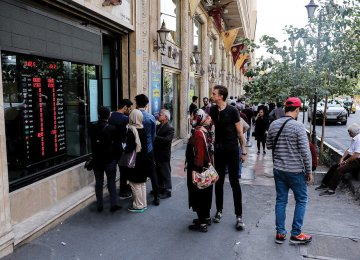Iran's CB Solicits Help From Moneychangers to Restore Calm to Currency Market