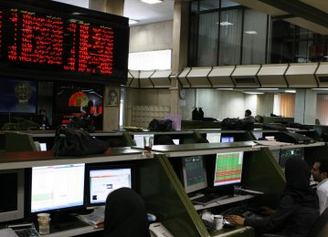 Tehran Stock Market Sheds 2.30% as Dollar Softens Against Rial
