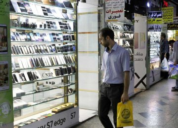 Iran: Contraband Mobile Phones Create Turmoil in Market