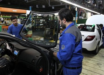 Iran Car Market Cools Down, Prices Retreat