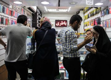 Mobile Phone Prices Drop by a Notch in Tehran