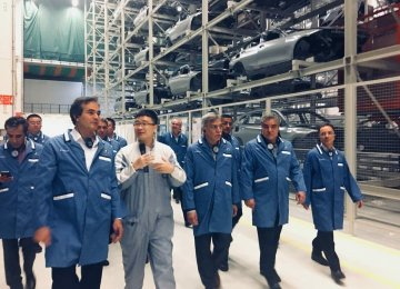 In an ongoing trip to China, Managing Director of SAIPA Mohsen Jahroudi (2nd R) visited Brilliance and Changan's factories.