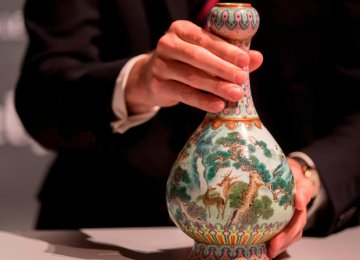 Chinese Vase Found in Shoebox Sells  for $19 Million