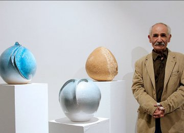 Veteran Ceramic Artist to  Show Works