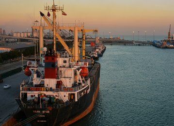 Major Iranian Ports' Throughput Dips 13%