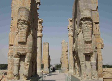 Austrians in Talks on 3D Mapping of Persepolis