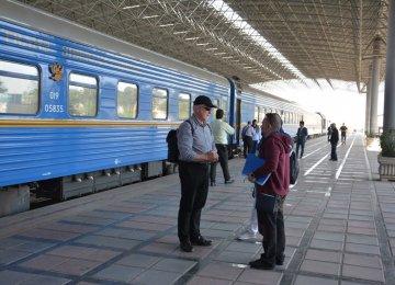 Int'l Tourist Train on Sightseeing Spree in Iran