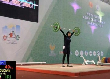 Parmida Mahmoudian lifts a weight at the Uzbekistan games.