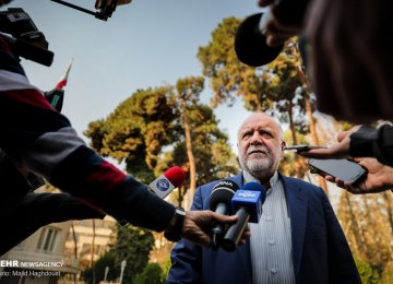 Zanganeh: US Hostilities Destabilizing Int'l Oil Market