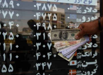 Foreign Currencies Tumble in Tehran Market