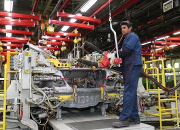 Iranian Carmakers Saddled With $1.4 Billion Debt