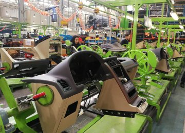 Auto Parts Makers, Tech Companies Focus on Promoting Self--Sufficiency