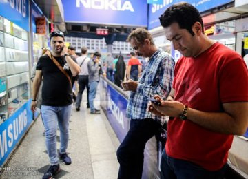 For Iran Hipsters: Smartphone Craze Was - Opinion