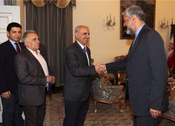 Deputy FM, Armenia Envoy Discuss Relations