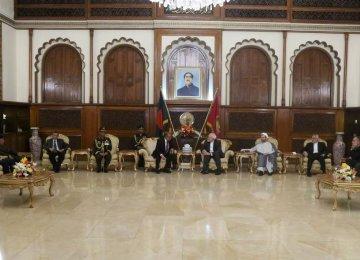 Zarif, Bangladesh Officials Discuss Ties, Region