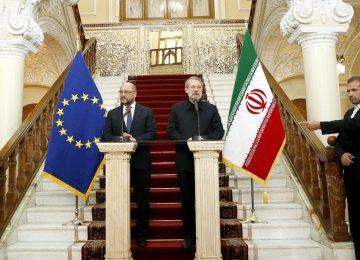 "Tehran,  EU Hold ""Fruitful"" Talks"