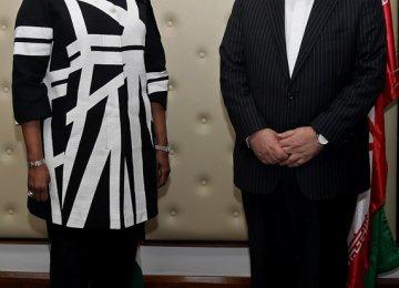 Zarif Calls on Kenyan Leaders