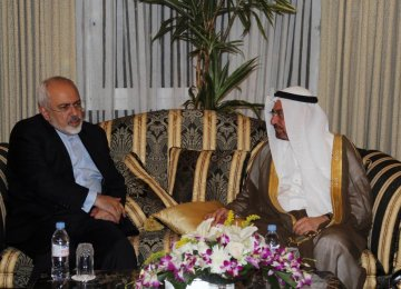 Zarif Meets Counterparts, OIC Chief in Kuwait