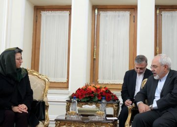 Zarif Confers With Tunisian Official