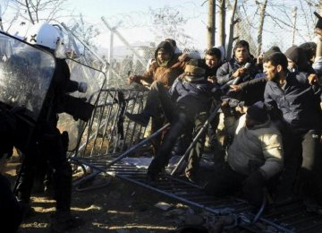 Greek Police Remove Migrants  From Macedonian Border