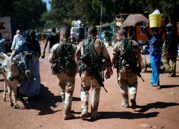"French Forces ""Neutralize"" 10 Militants in Mali"