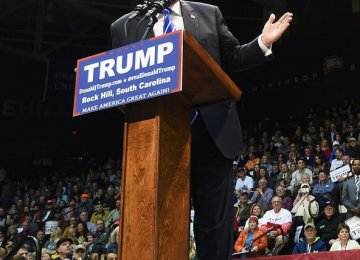 Trump Urged to Apologize to Muslim Protester