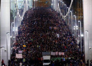 Hungarians Rally  Against Gov't