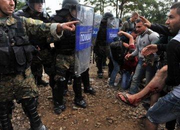 2,000 Refugees Stuck on Macedonia Border