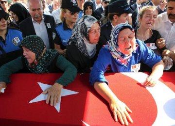 2 Policemen, 4 IS Militants Killed in Turkey